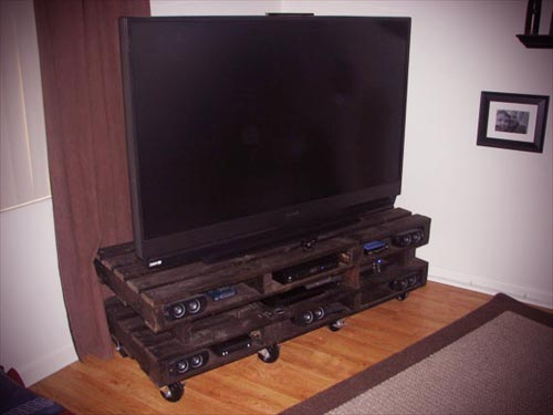 decorating around a tv 6 inspiring ideas first. Black Bedroom Furniture Sets. Home Design Ideas